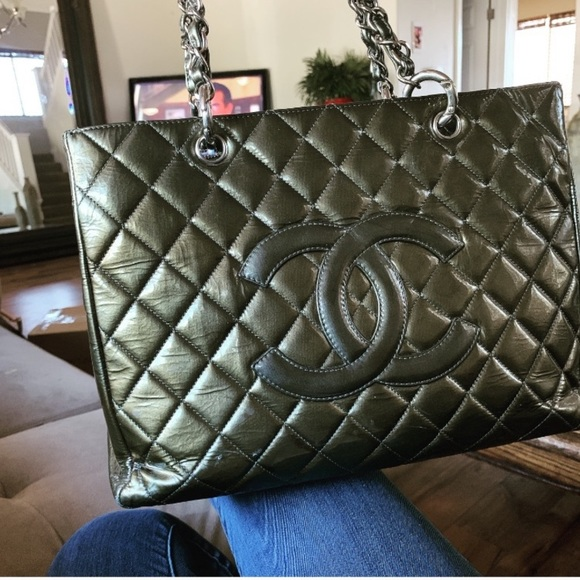 CHANEL Handbags - ❤️Traded❤️🌱Chanel GST patent leather 🌱